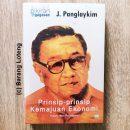 Cover Buku Pikiran dan Gagasan J.Panglaykim Prinsip-prinsip Kemajuan Ekonomi Penerbit Kompas