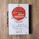 Buku Menjaga Ibu Pertiwi dan Bapak Angkasa Penerbit Kompas